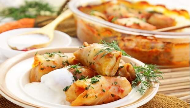 Нежные голубцы в томатно-сметанном соусе: готовим в духовке