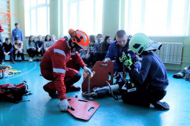 Спасатели провели открытый урок об авиации