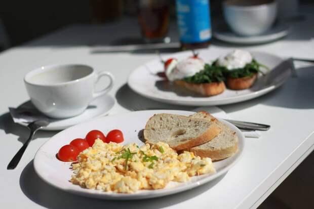 Диетолог рассказала о важности красивого завтрака для школьников
