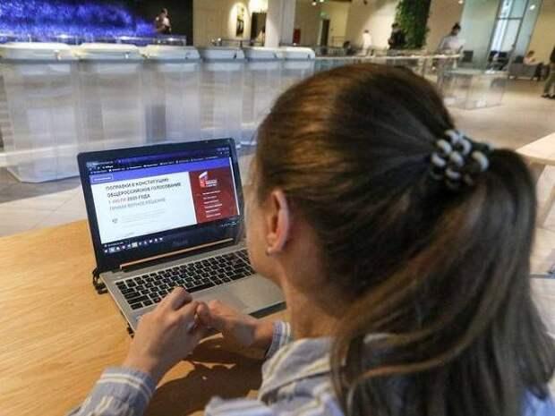 «Коммерсант»: Бюджетники сообщают о просьбах начальства тестировать онлайн-голосование и регистрироваться на праймериз «Единой России»