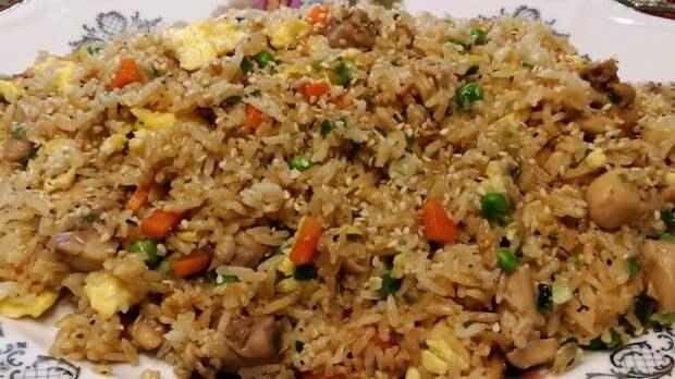 Как приготовить куриную грудку с рисом на одной сковороде, чтобы рис был рассыпчатым, а курица сочной (рецепт ужина)