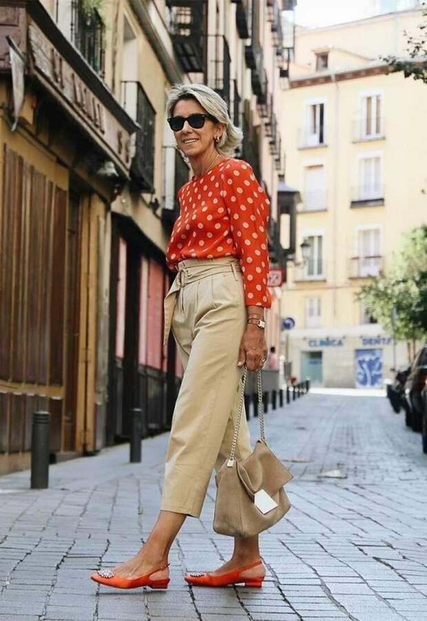 Бежевые брюки подойдут для элегантного гардероба