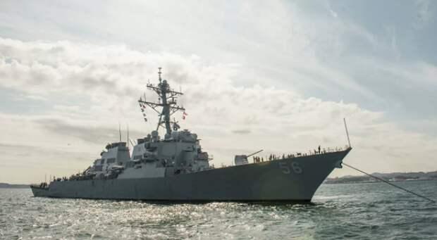 """ВМС США отвергли заявление об """"изгнании"""" их эсминца из залива Петра Великого"""