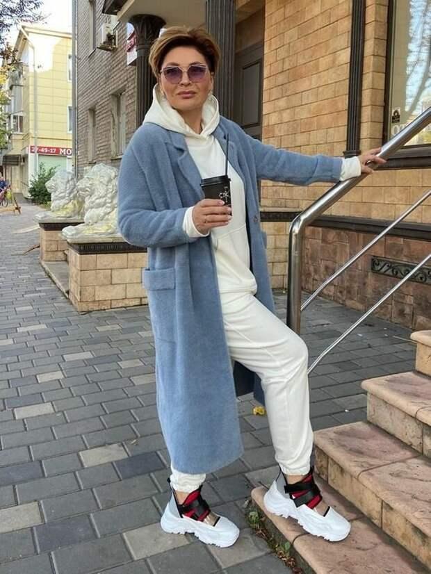 Надоели серо-черные балахоны? Современная женщина 50+ в светлых тонах
