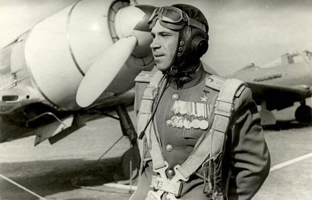 Как сумел выжить советский лётчик-истребитель, совершивший 4 тарана: Борис Ковзан