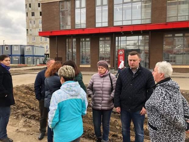 Благоустройство газона у магазина «Магнит» и дорожки к остановке обсудили участники субботнего обхода в Северном