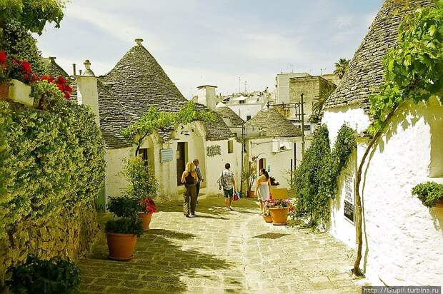 Сказочный городок Альберобелло на юге Италии
