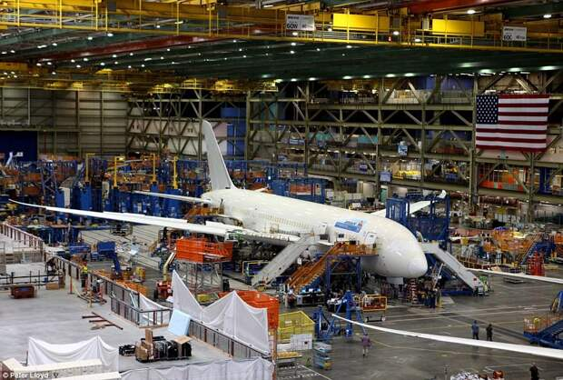 Самое большое здание в мире: сборочный завод Boeing в Вашингтоне