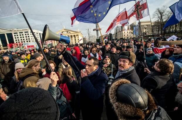 Второй день минского недомайдана: «змагары» идут кпосольству России (ФОТО, ВИДЕО)