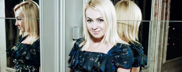 Яна Рудковская выразила мнение по поводу нового проекта Шнурова «Зоя»