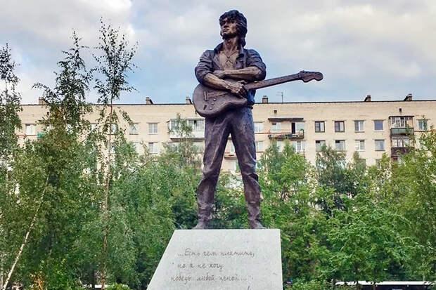В Петербурге установили памятник Виктору Цою
