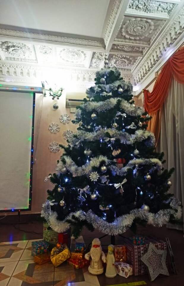 Соцработники района Сокол поздравили жителей старшего поколения с зимними праздниками