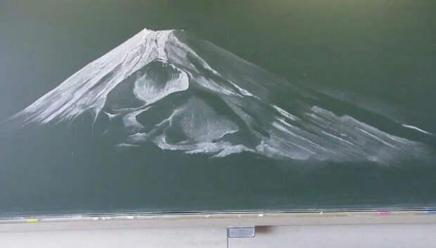 Японские школьники создают невероятной красоты рисунки на школьных досках