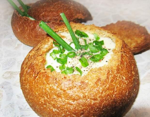 Фото рецепта - Чешский картофельный суп пюре в хлебе - шаг 9