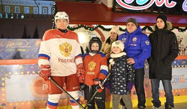 Хоккей с президентом: Путин исполнил новогоднее желание 9-летнего Димы из Челябинской области