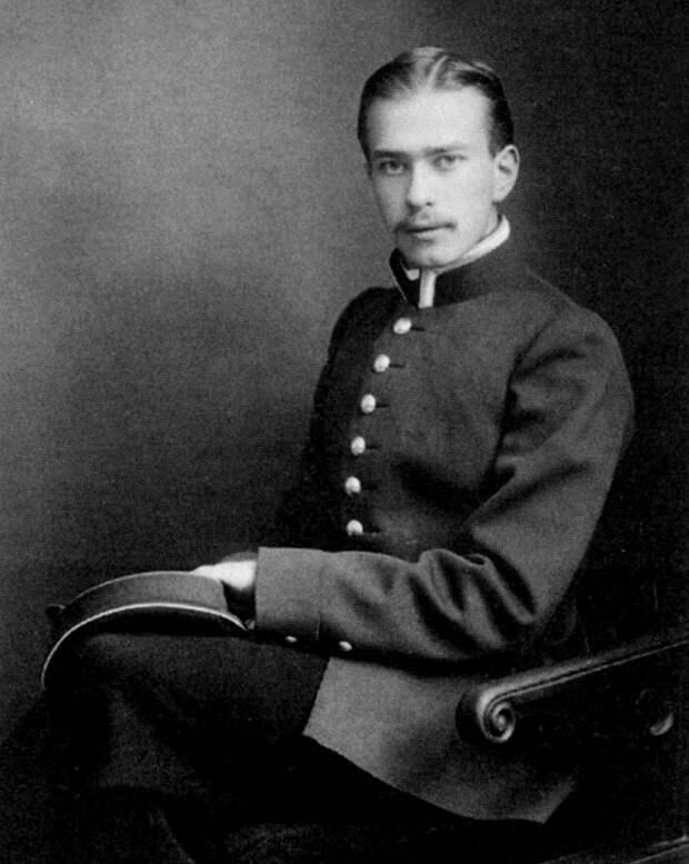 Валентин Платонович Зубов, праправнук А. В. Суворова.