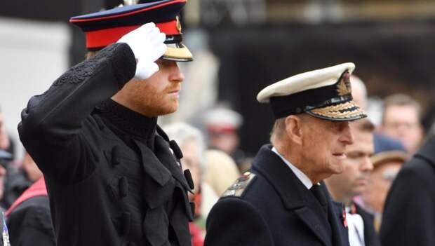 Елизавета II помогла внуку Гарри не опозориться на похоронах принца Филиппа
