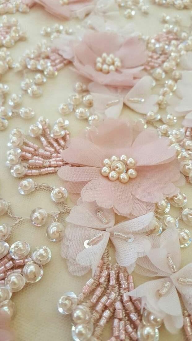 Цветы из ткани в работах дизайнеров и мастеров вышивки, фото № 4