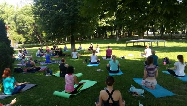 Более 30 человек посетили первую йога‑тренировку в парке Подольска