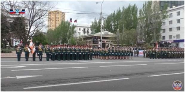В Донецке прошел военный парад в честь Великой Победы