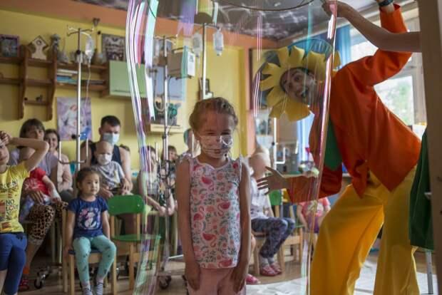 Волонтеры с Алтуфьевского шоссе опекают детей с онкологией