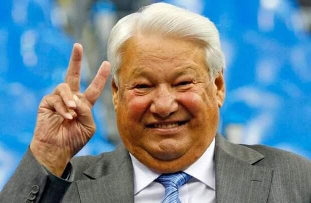 Горбачев хотел сохранить СССР, а Ельцин его развалил. Но первого проклинают, а второму возводят центры
