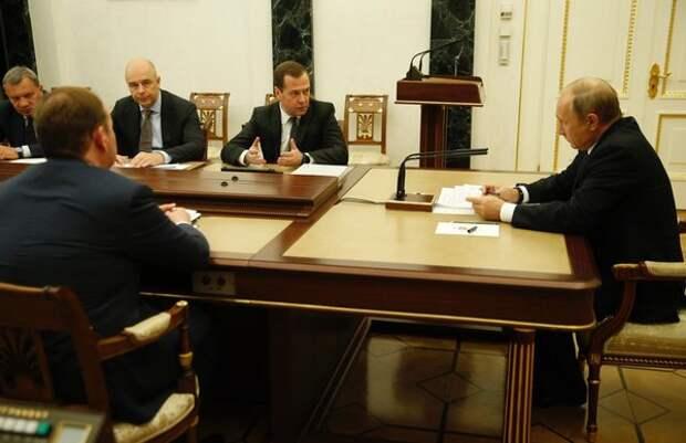 """Путин поручил Медведеву оценить рост налогов в """"реальной жизни"""""""