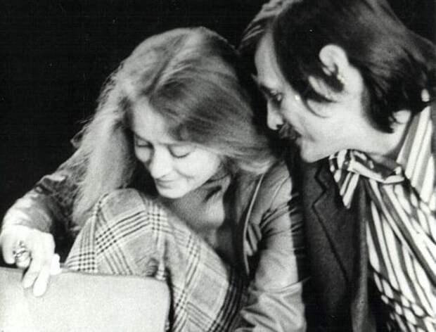 Маргарита Терехова с Андреем Тарковским на репетиции спектакля *Гамлет*, 1977 | Фото: old.kinoart.ru