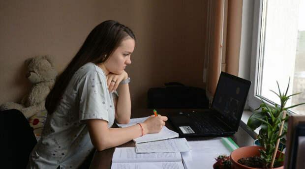 Студенты как всегда крайние: их отправили учиться по домам