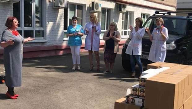 «Волонтеры культуры» спели в поддержку медработников в больнице Мытищ