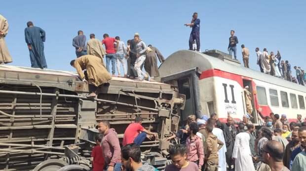 Минимум восемь человек погибли при сходе поезда с рельсов в Египте