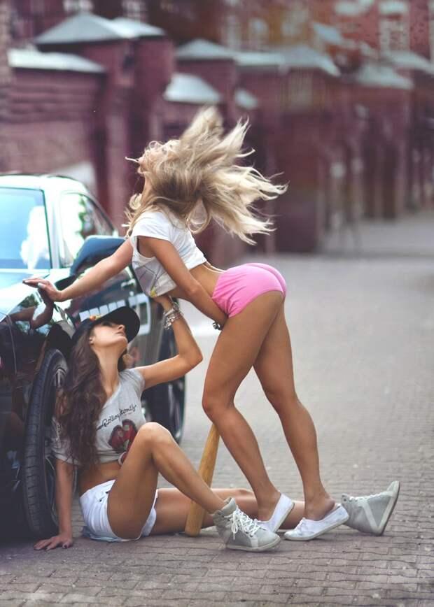 Прикольные фотографии на которых милые девушки позируют на камеру