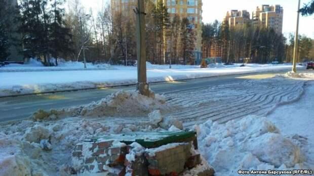 Сломанная при уборке снега вентиляция