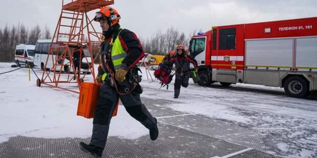 Спасатели московского авиацентра помогли ребенку