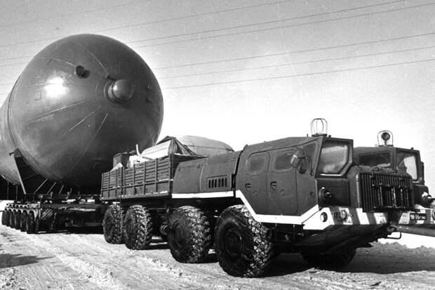 """Предок """"Урагана"""": В 1959 году в Минске построили ракетный тягач МАЗ-537"""