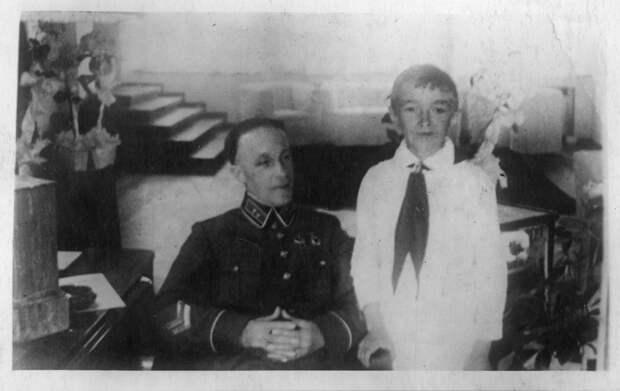 «Не мог допустить мысли о предательстве»: внук генерала Карбышева — о жизни и подвиге советского военачальника