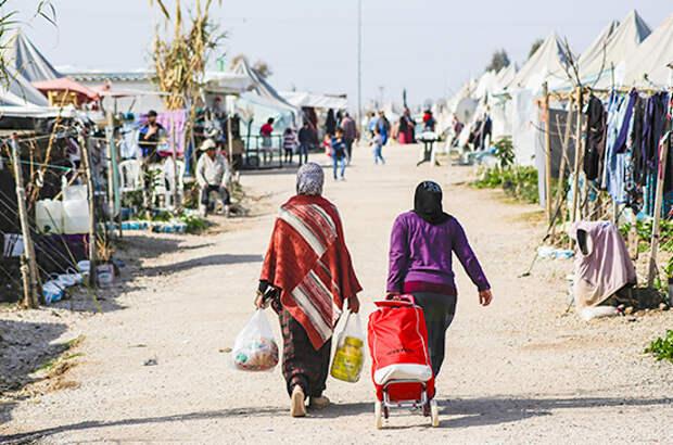На итальянском острове Лампедуза высадились сотни мигрантов из Африки