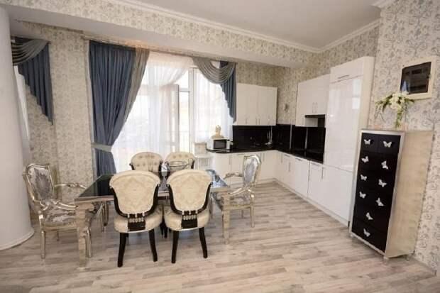 «Воспитанник детского дома, который всего добился сам»: как выглядит квартира Юрия Шатунова