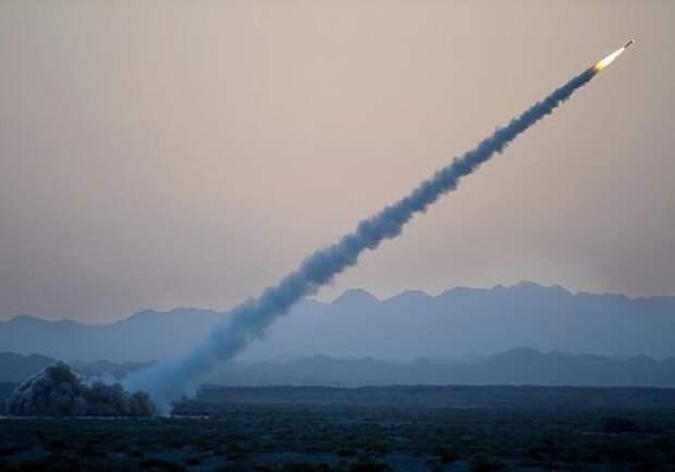 В Казахстане за пределами территории учений Минобороны РФ с неба упал обломок ракеты