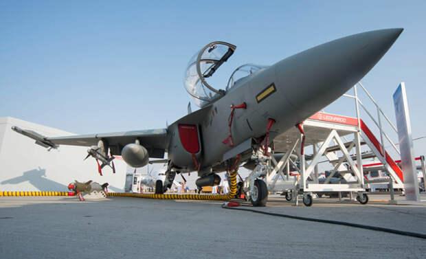 Итальянская «летающая парта» учится воевать