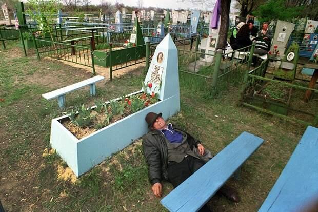 «Кладбище Fashion Week» и Октоберфест на могилах. Вот что нас очередной раз ждет на проводах…