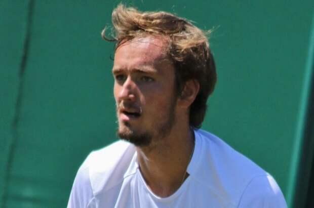 Медведев проиграл Циципасу в четвертьфинале Roland Garros