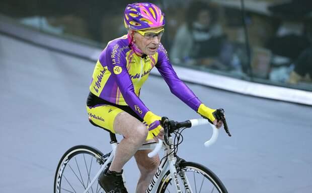 Умер самый пожилой велогонщик в мире. Он начал заниматься велоспортом в 67 лет