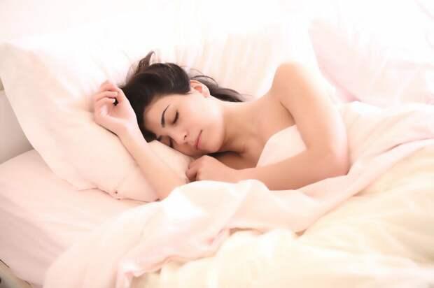 Эксперты раскрыли секреты здорового сна летом