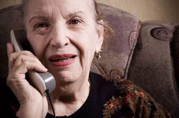 Бывшая свекровь стала звонить уже взрослой внучке после многолетнего молчания: «Сиделку себе готовит