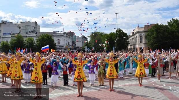 Крымчане эмоционально рассказали о важности Дня России