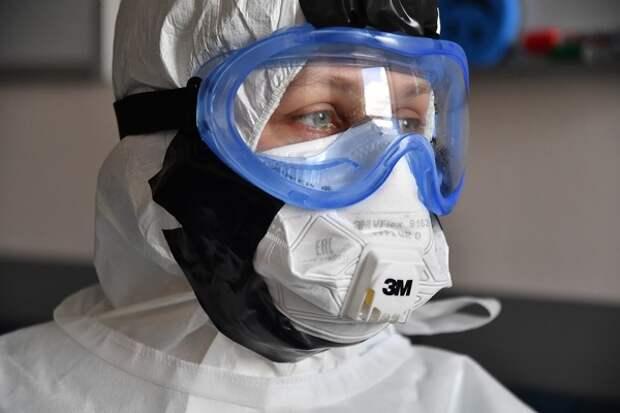 Как бы к противоковидным костюмам не пришлось добавлять бронежилеты: пациент напал на врача