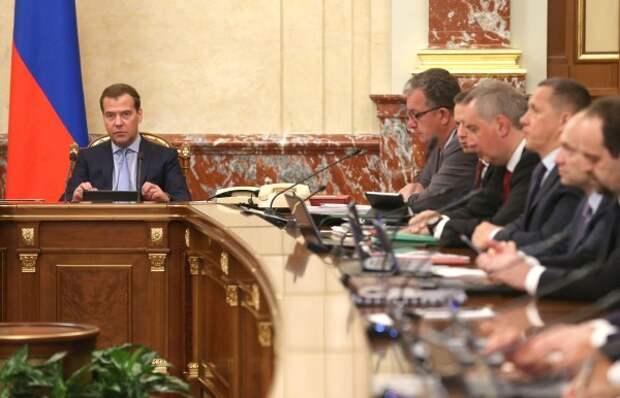 Правительство РФ уйдет в отставку в день инаугурации президента РФ Владимира Путина