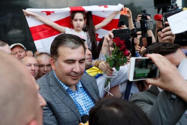 Поправки в конституцию Грузии позволят Саакашвили вернуть власть