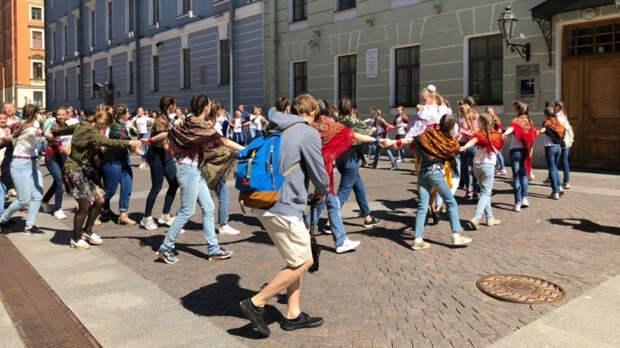 Российская молодежь исполнит масштабный танец в День России